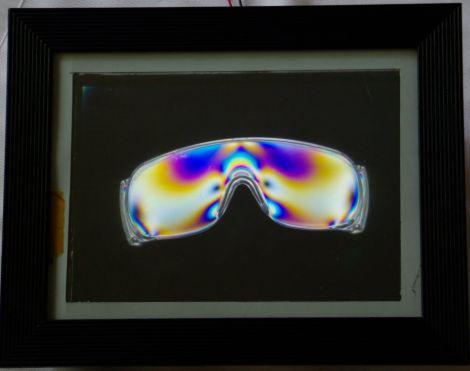 laptop_screen_polarized_art_fixture