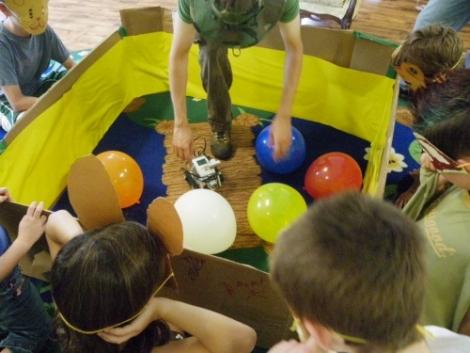 revoltlab_balloon_popping_robot