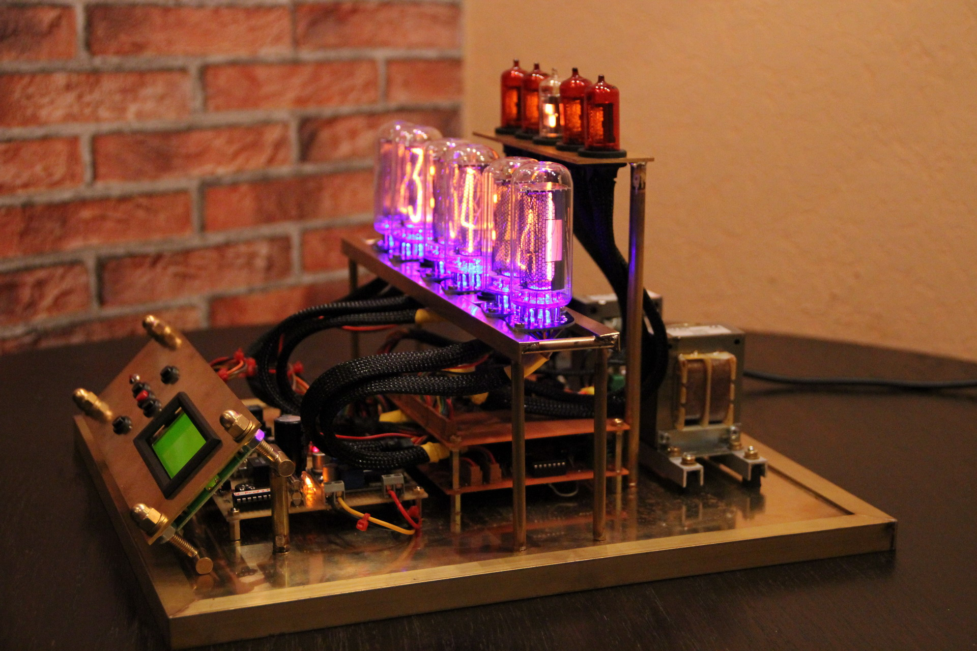 Nixie Clock That Doesn't Skimp On The Number Of Tubes | Hackaday