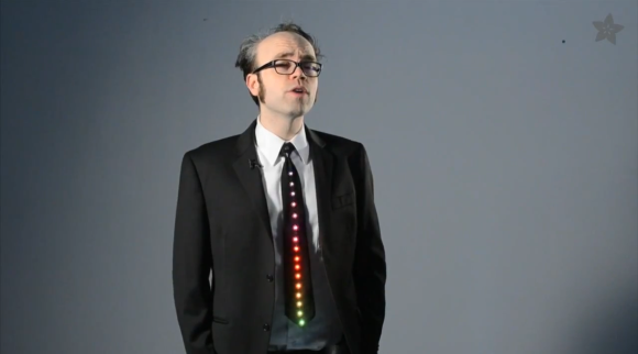 geeky-tie-uses-animated-leds