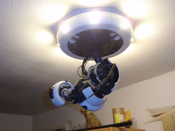 glados-ceiling-light