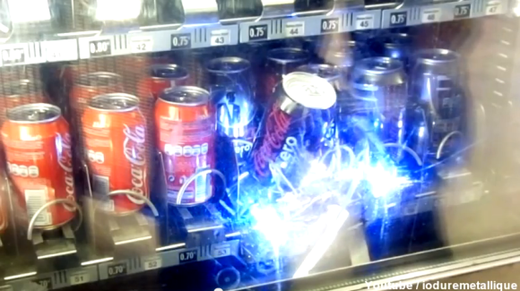 Robot Steals Soda From The Vending Machine | Hackaday