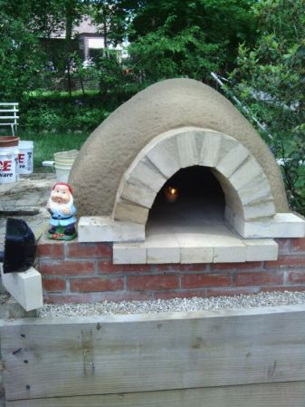 backyard-pizza-oven