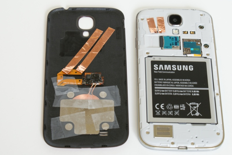 brand new 39ac3 227ad Galaxy S4 Inductive Charging Hack Keeps Everything Inside The Case ...