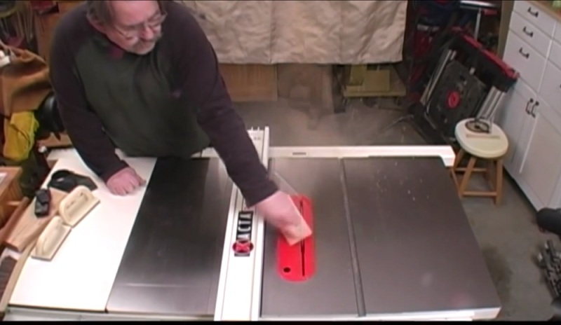 Table Saw Kickback Video Ends Badly | Hackaday