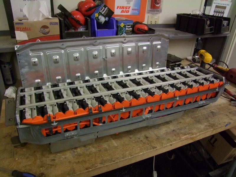 Charles] Tears Into A Ford Fusion Battery | Hackaday