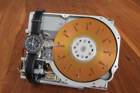 Hard-Disk-Clock-by-Martin-Stromer_3338278
