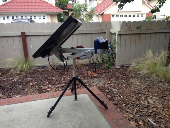 2-Axis Solar Tracker Always Gets A Tan | Hackaday
