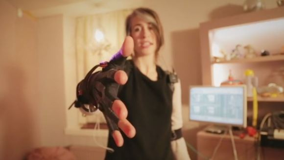 Imogen Heap wearing her Mi.Mu gloves