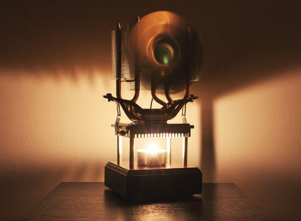 Candle Powered Fan Keeps You Cool Using A Thermoelectric