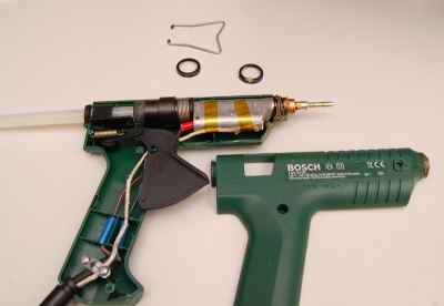 Internals of a glue gun controlled with a PID controller