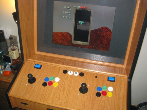 Retro Arcade Machine Keeps the Classics