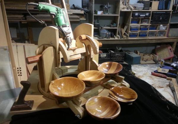 wood bowl cutting