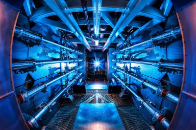 1280px-Preamplifier_at_the_National_Ignition_Facility