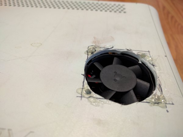 Adding A Fan Where Microsoft Should Have   Hackaday