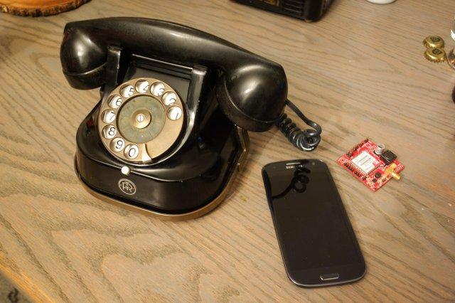 Old-school Rotary Phone Gets GSM Upgrade | Hackaday