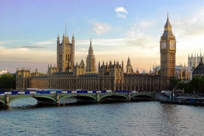 The UK Houses of Parliament. Mike Gimelfarb [Public domain], Wikimedia