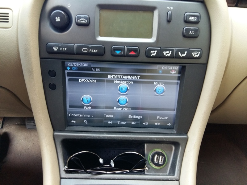 Netbook Finds New Home In A Jaguar Dashboard | Hackaday