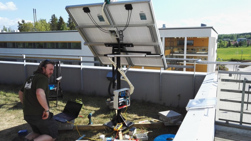 Dual Axis Solar Tracker With Online Energy Monitor Hackaday