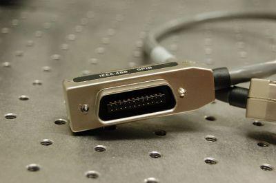 A GPIB/IEEE488 plug. Alkamid [CC BY-SA 3.], via Wikimedia Commons