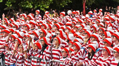 There are 500 0402 resistors, you have to find one of them in the crowd. Where's Wally record attempt, William Murphy [CC BY-SA 2.0], via Wikimedia Commons.