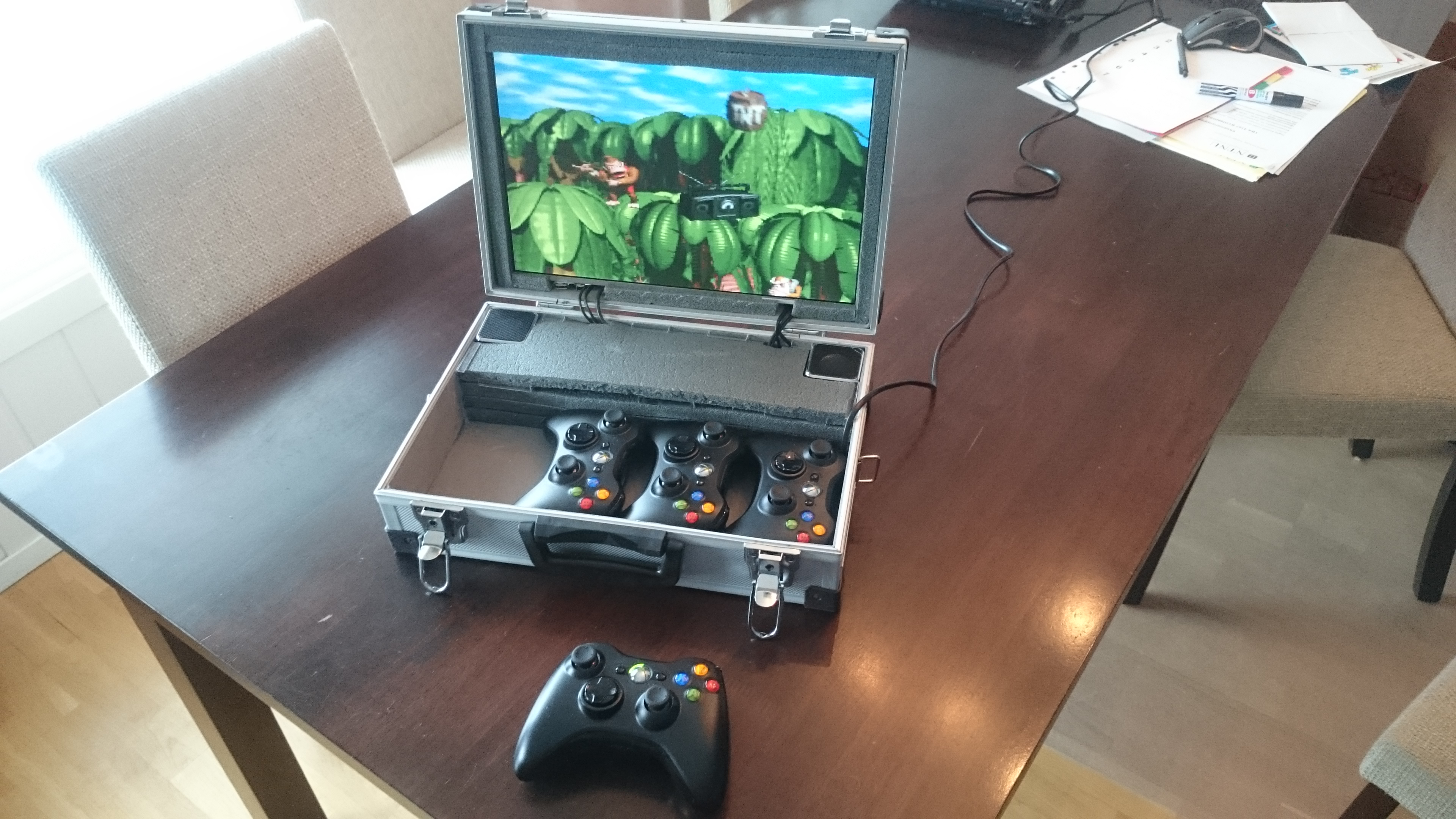 Portable RetroPie Suitcase For Multiplayer On The Go! | Hackaday