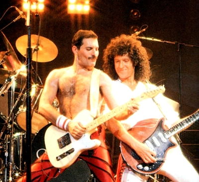 brian may with his red special onstage with freddie mercury in 1985  the  red special guitar