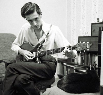 a young brian may playing the brand new red special  note the disk magnets  of the original handmade pickups