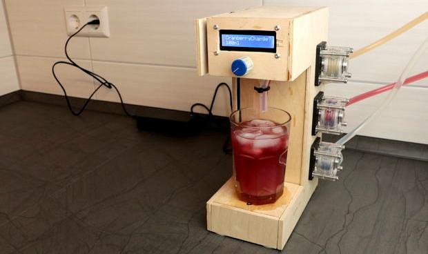 Cocktail mixing machine