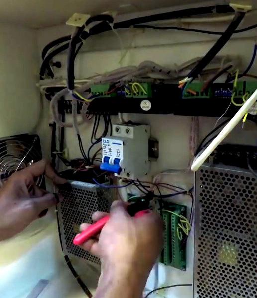 Arduino Revives Junkyard Laser Cutter | Hackaday