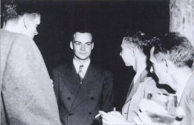 Feynman at Los Alamos. Robert Oppenheimer is second from the right.