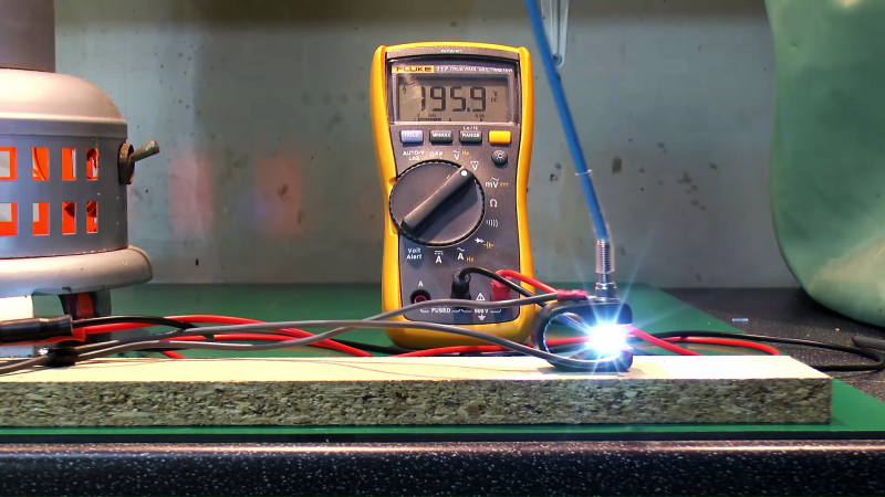 A Dramatic Demo Of AC Versus DC Switching | Hackaday