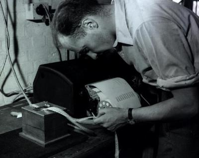 EDSAC I, 1948, W.Renwick with 5 hole tape reader and Creed teleprinter. Copyright Computer Laboratory, University of Cambridge. Reproduced by permission. [CC BY 2.0 UK]
