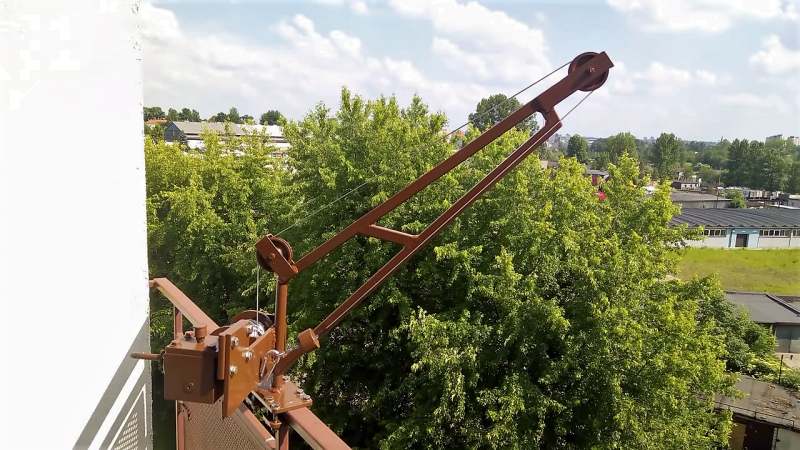 A DIY Balcony Crane Lifts Groceries For