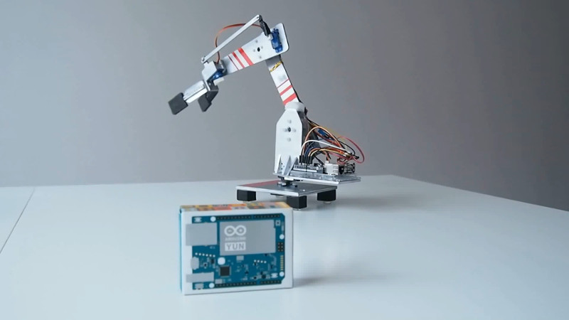 A Robotic Arm For Those Who Like Their Kinematics Both Ways | Hackaday