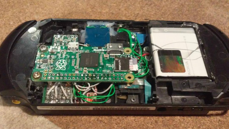 Stock Looking PSP Hides A Raspberry Pi Zero | Hackaday