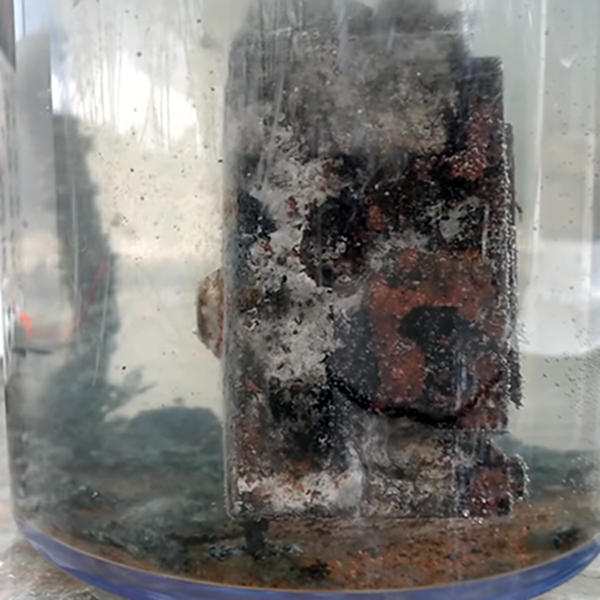 Electrolysis Tank Removes Rust | Hackaday