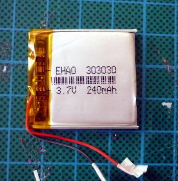 Battery Swap Keeps Sansa Clip+ Chugging | Hackaday