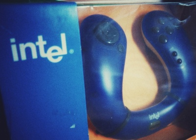 Intel Wireless Series Gamepad 2000