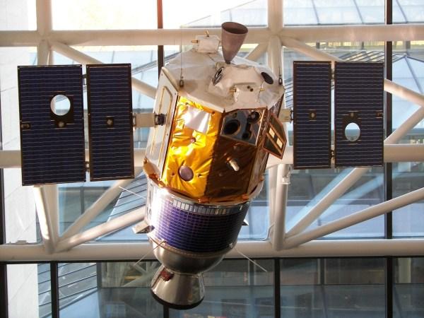 The Clementine Spacecraft