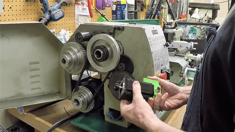 Benchtop Lathe Gets An Electronic Leadscrew Makeover