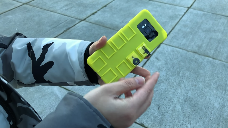 Add Scroll Wheels And Buttons To Smartphones With 3D-Printed