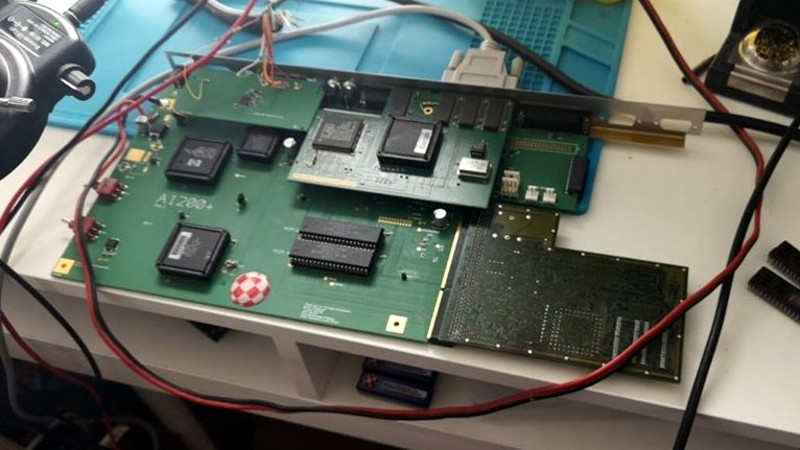 a new motherboard for amiga, the platform that refuses to  recreating the amiga 1200 pcb from