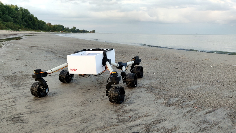 3D Printed Rover Enjoys Long Walks On The Beach | Hackaday