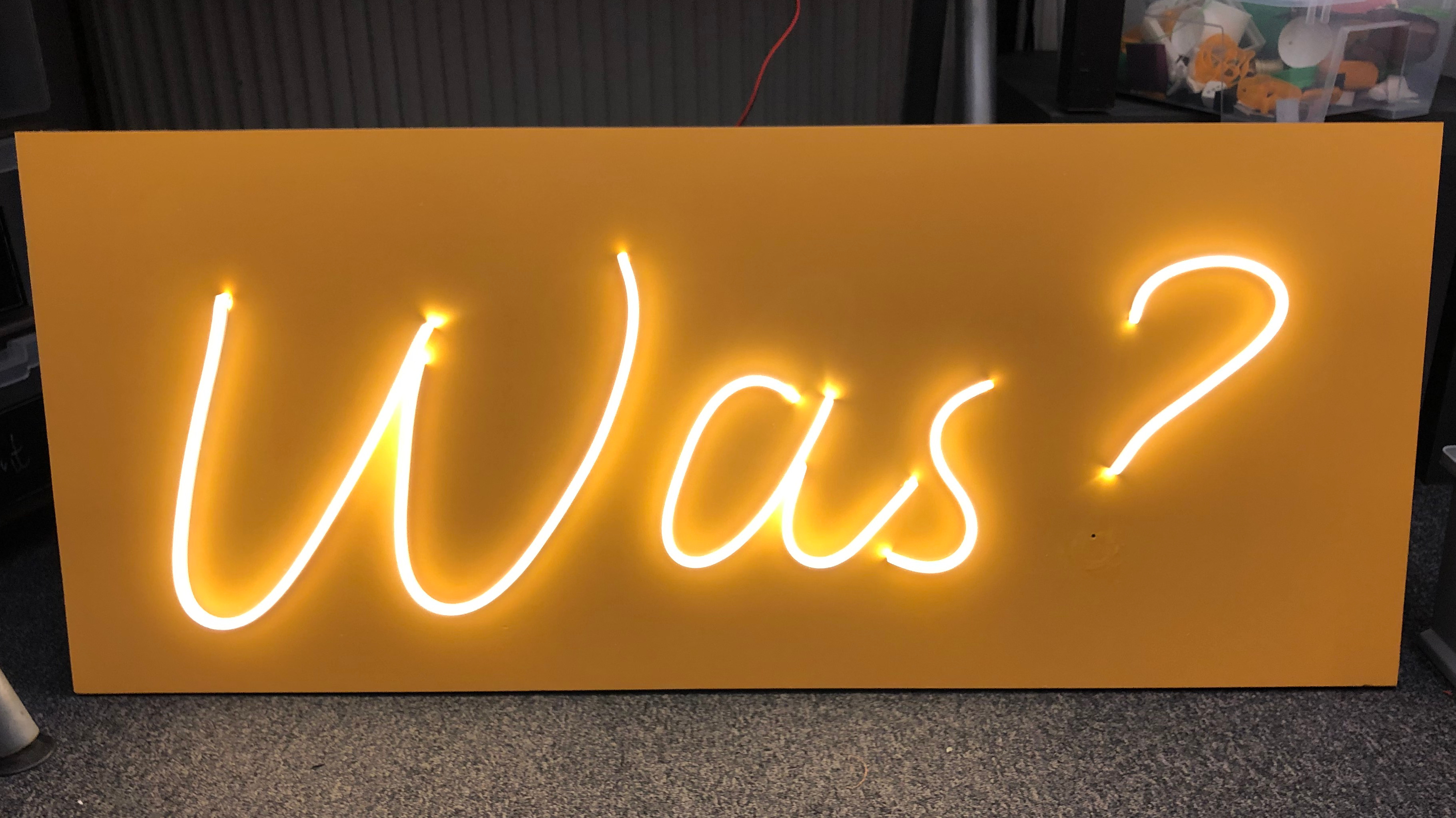 Faux-Neon Sign Says What?, Auf Deutsch | Hackaday