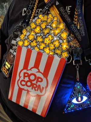 Popcorn badge DC27 front