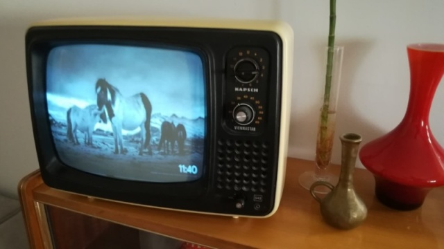 Turn Your Old-school CRT Into A YouTube Media Player