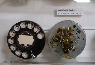 A telephone dial, front and rear. Daderot [CC0]