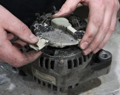 Removing the regulator/brush assembly