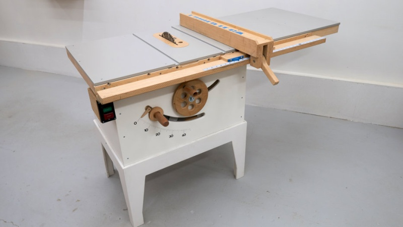 Building A Real Wooden Table Saw